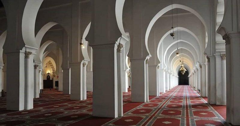 أمير المؤمنين يعطي توجيهاته السامية ببدء إعادة فتح المساجد المغلقة تدريجيا وبتنسيق مع السلطات الصحية والإدارية