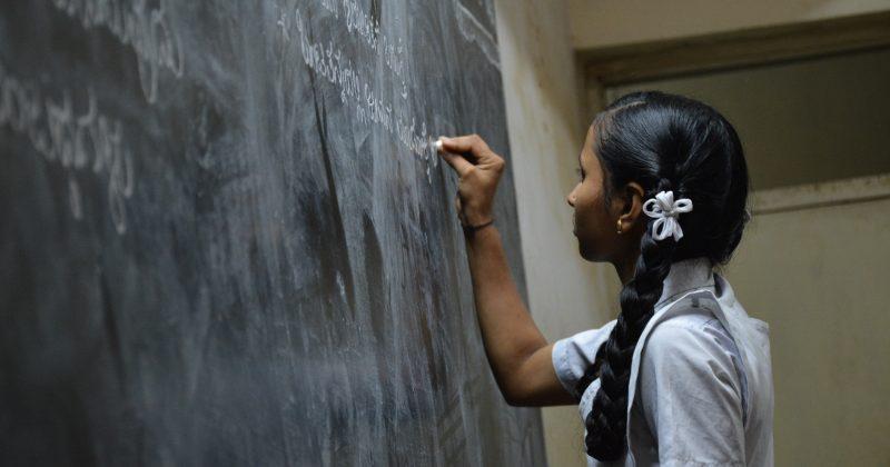 """رد الاعتبار لمهنة التدريس و""""مخطط تربوي رقمي"""" ضمن مقترحات الأحرار لضمان مدرسة عمومية منصفة"""